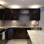 counter-top-kashmir-white-back-splash-full-mosaic-edge-half-bull-nose-top1
